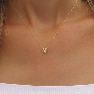 Jewelry - Gold dainty M necklace